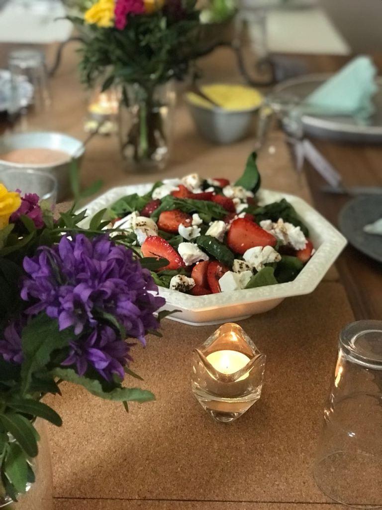 Spargel-Erdbeer-Salat mit Ziegenkäse