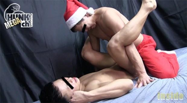 HUNK CHANNEL – INS-0424 – クリスマス第二弾・サンタが犯しにやって来る!