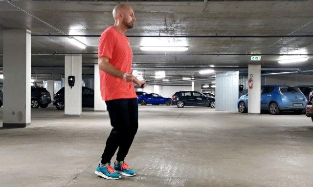 Hoppetau med vridning trener de skrå magemusklene
