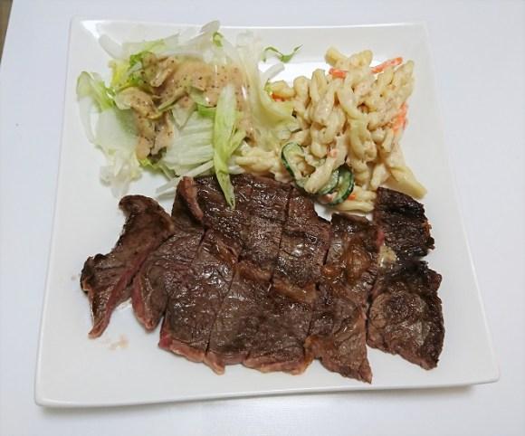 ラ・ムー此花店で作ったステーキ