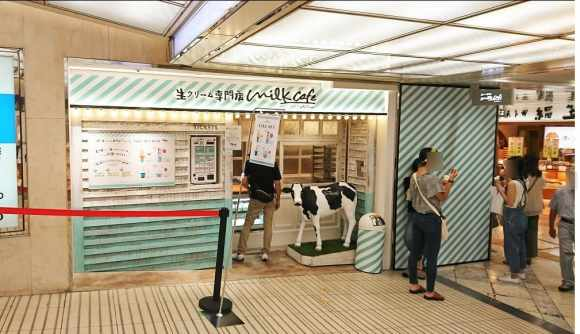 なんばwalk『生クリーム専門店milk cafe』の外観