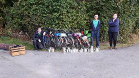 Roli, Simon und Saskia haben die Velos mit Blechdosen versehen, damit das ehemalige Leiterteam auch gehört wird ;)