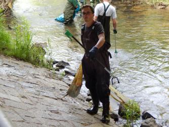 Rama-Dama im Bogenbach der Jungen Union und des Bezirksfischereivereins