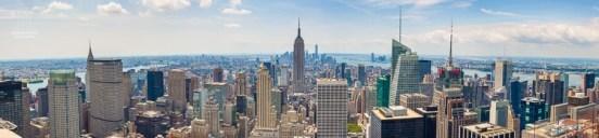 Dieses Panorama aus sieben Einzelaufnahmen ist auf den Rockefeller Center (Top of the Rock) entstanden. Zusehen ist die Südspitze von Manhattan. In der Bildmitte ragt das Empire State Building hervor, dahinter - etwas links - ist der Freedom Tower zu sehen. http://junghahn24.com/es-geht-hoch-hinaus-top-of-the-rock/
