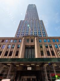 http://junghahn24.com/frueh-aufstehen-fuer-eine-alte-dame-freiheitsstatue/ http://junghahn24.com/neue-hoehen-werden-erobert-empire-state-building/ Das Empire State Building von vorne.