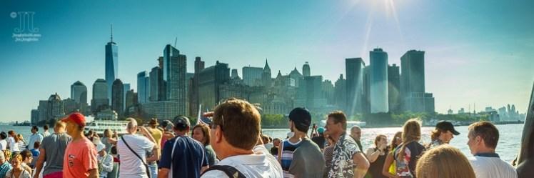 Dieses Panorama habe ich von Bord der Fähre zur Freiheitsstatue aufgenommen. http://junghahn24.com/frueh-aufstehen-fuer-eine-alte-dame-freiheitsstatue/