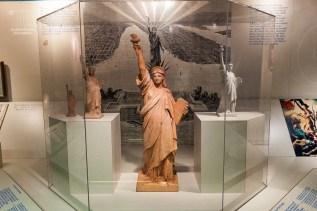 Diese Entwürf findet man im Museum unter Lady Liberty. http://junghahn24.com/frueh-aufstehen-fuer-eine-alte-dame-freiheitsstatue/