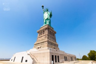 Hübsch, wie Lady Liberty grüßt.