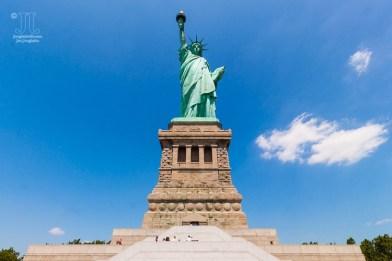 So begrüßt Lady Liberty die ankommenden Reisenden aus aller Welt. http://junghahn24.com/frueh-aufstehen-fuer-eine-alte-dame-freiheitsstatue/