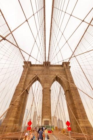 Die Brooklyn Bridge wurde von einem gebürtigen Thüringer errichtet. http://junghahn24.com/mit-der-u-bahn-raus-zu-fuss-wieder-rein-brooklyn-bridge/