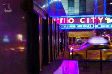 Hier entsteht das Time Magazin. Im Hintergrund ist die Radio City Music Hall zu sehen.
