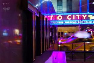 Hier entsteht das Time Magazin. Im Hintergrund ist die Radio City Music Hall zu sehen. https://junghahn24.com/mit-der-u-bahn-raus-zu-fuss-wieder-rein-brooklyn-bridge/