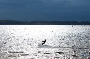 Kite Surfer im Gegenlicht