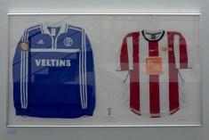 Zwei ganz besondere Gäste trafen im DFB Pokalfinale 2001 im Olympiastadion Berlin aufeinander.