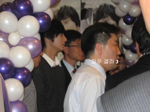 2007 11 15 Somang Signing 5
