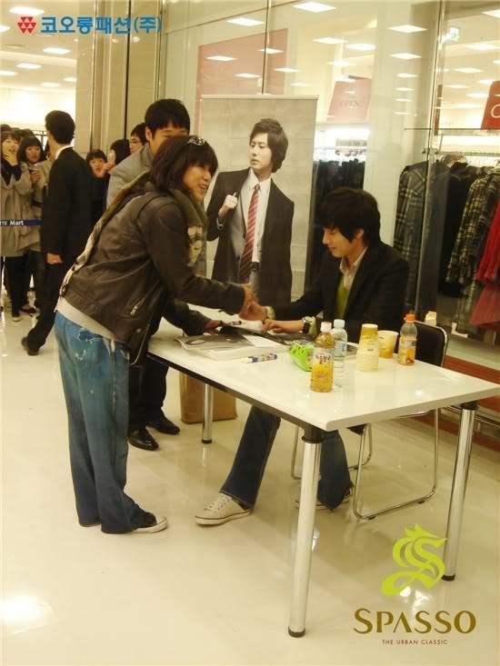 2007 11 17Spasso Signing Daejeon 4