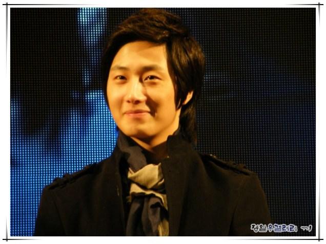 2008 12 8 JIW Charity Bazaar 1