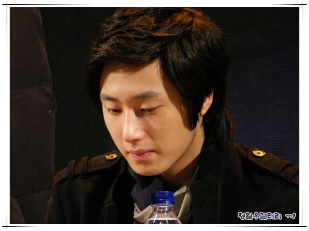 2008 12 8 JIW Charity Bazaar 19
