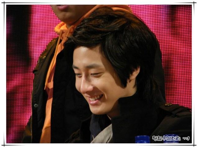 2008 12 8 JIW Charity Bazaar 20