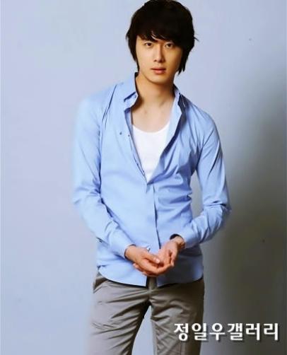 2009 8 11 JIW Another Blue Shirt 19