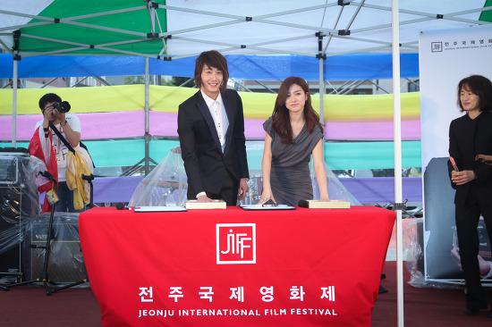 2011 4 30 JIFF Handprint 2