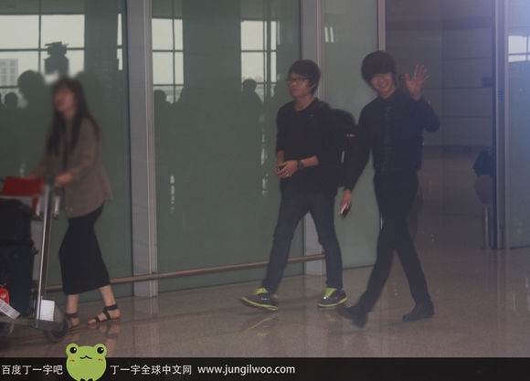 2011 8 Travel to China Airport Arrival1