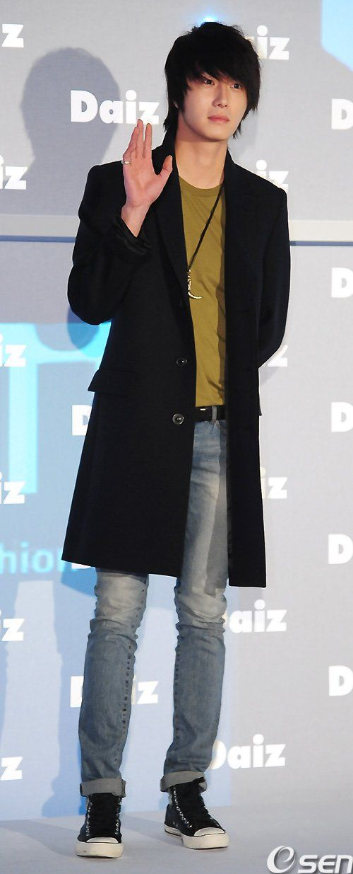 2011-JIW D Daiz Black overcoat 1