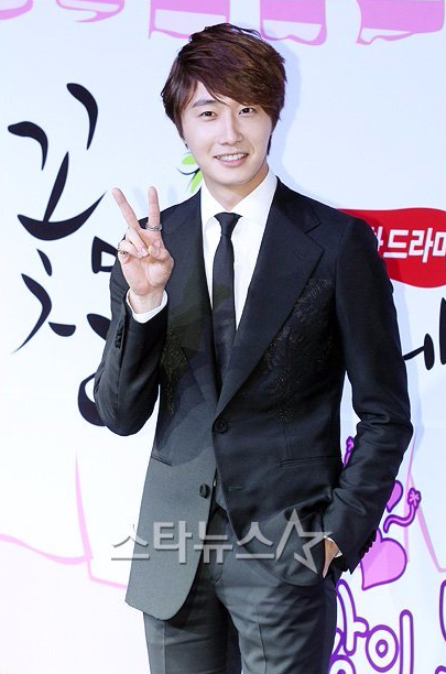2011-10-27-jung-ii-woo-fbrs-press-conference-16.jpg