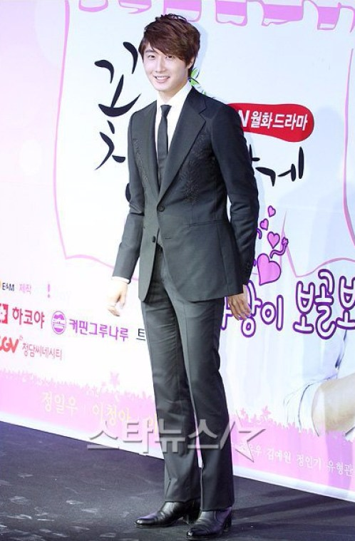 2011-10-27-jung-ii-woo-fbrs-press-conference-2.jpg