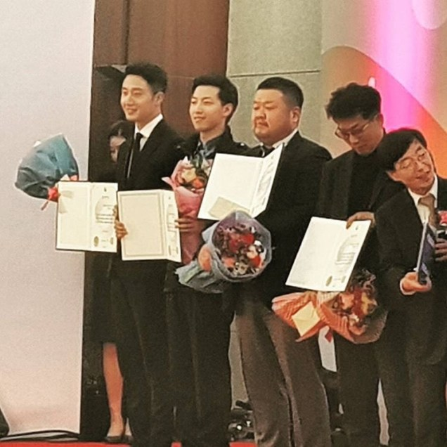 2017 12 5 Jung II-woo receives Excellent Social Worker Award 2