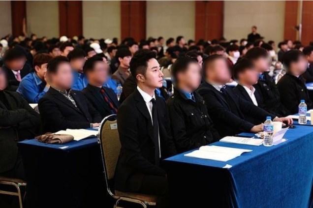 2017 12 5 Jung II-woo receives Excellent Social Worker Award 5