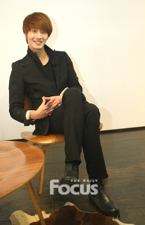 2011 12 10 Jung II-woo for the Daily Focus 00003