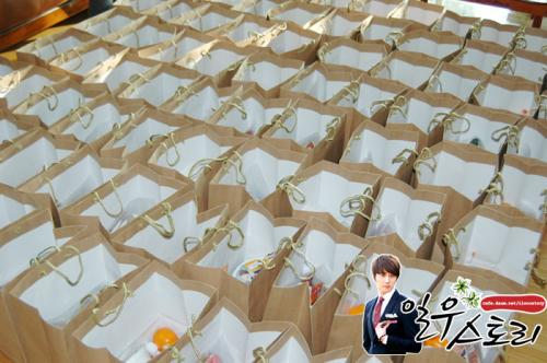 2011 12 11 Ilwoostory Fan Club treat Cast of FBRS. 00002