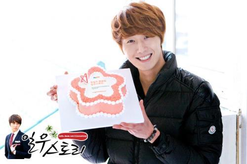2011 12 11 Ilwoostory Fan Club treat Cast of FBRS. 00012