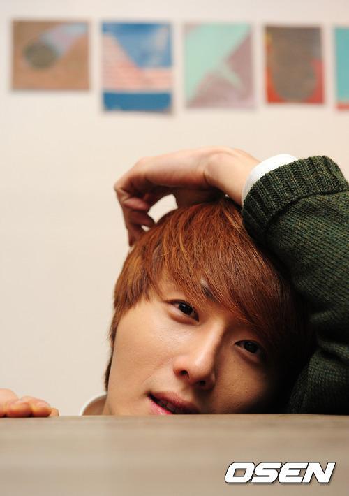 2011 12 17 Jung II-woo in Osen Green Sweater Interview 00010
