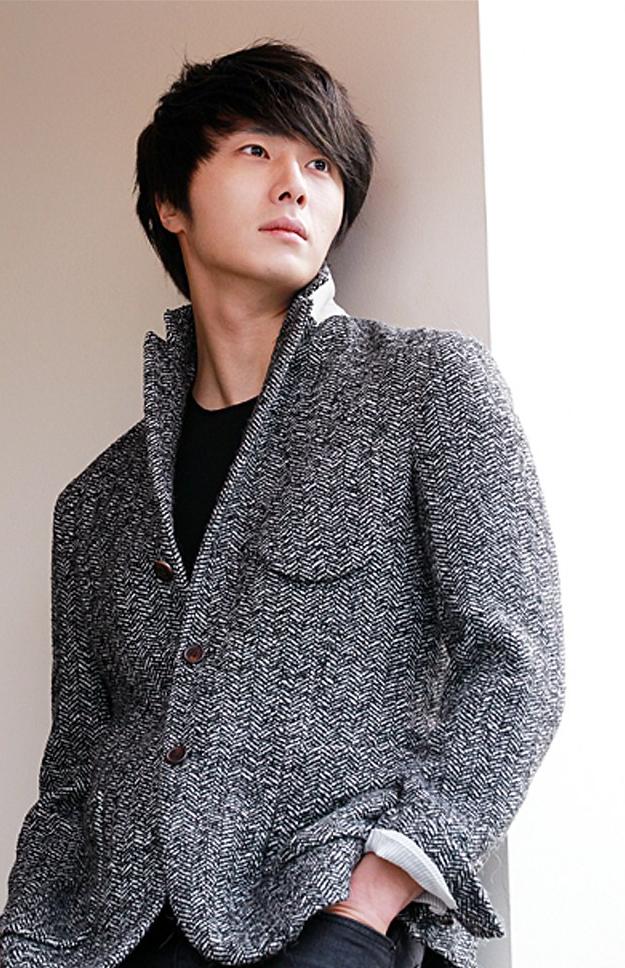 2011-12-23-jung-ii-woo-for-oh-my-news-00001.jpg