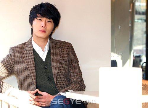 2011 12 24 Jung II-woo for Segye 1.jpg