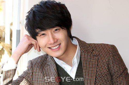 2011 12 24 Jung II-woo for Segye 2.jpg