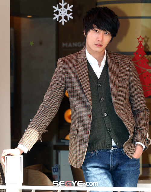 2011 12 24 Jung II-woo for Segye 3