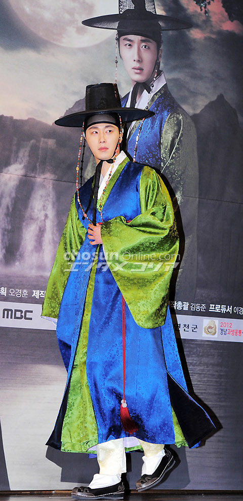 2012 1 2 Jung II-woo in The Moon that Embraces the Sun Press Conference 00004