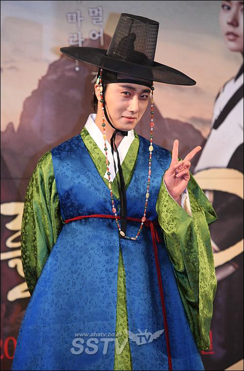 2012 1 2 Jung II-woo in The Moon that Embraces the Sun Press Conference 00006