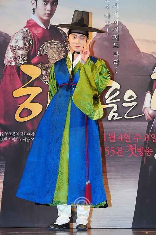 2012 1 2 Jung II-woo in The Moon that Embraces the Sun Press Conference 00007