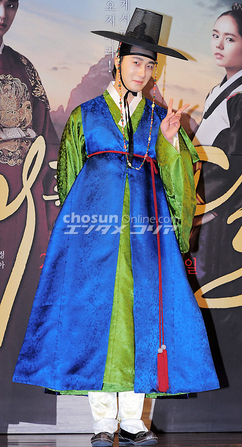 2012 1 2 Jung II-woo in The Moon that Embraces the Sun Press Conference 00011