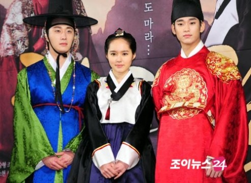 2012 1 2 Jung II-woo in The Moon that Embraces the Sun Press Conference 00039