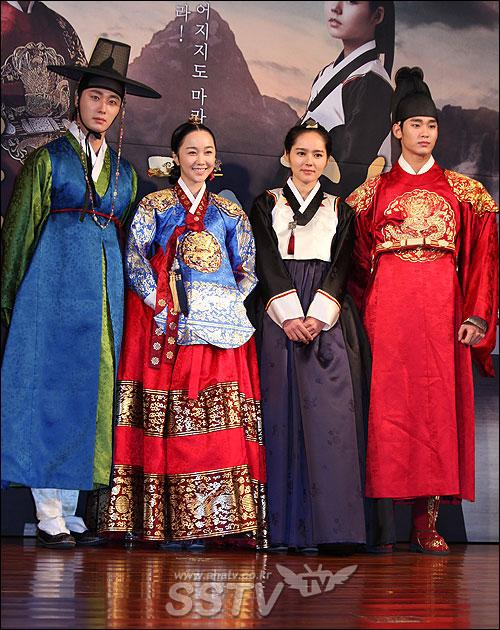 2012 1 2 Jung II-woo in The Moon that Embraces the Sun Press Conference 00040