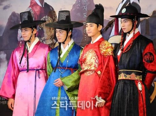 2012 1 2 Jung II-woo in The Moon that Embraces the Sun Press Conference 00047