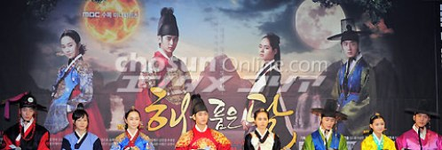 2012 1 2 Jung II-woo in The Moon that Embraces the Sun Press Conference 00053