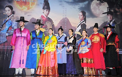 2012 1 2 Jung II-woo in The Moon that Embraces the Sun Press Conference 00054