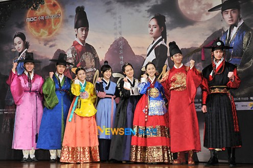 2012 1 2 Jung II-woo in The Moon that Embraces the Sun Press Conference 00056