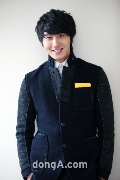 2012 1 6 Jung II-woo in Donga Interview 00003